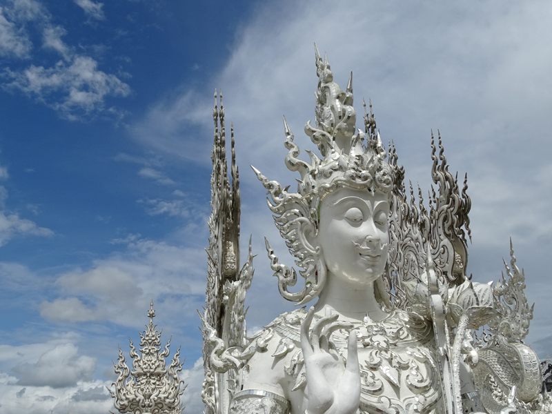 Wat_Rong_Khun_(White_Temple)_-_By_Chalermchai_Kositpipat_-_Chiang_Rai_-_Thailand_-_03_(35152189081)
